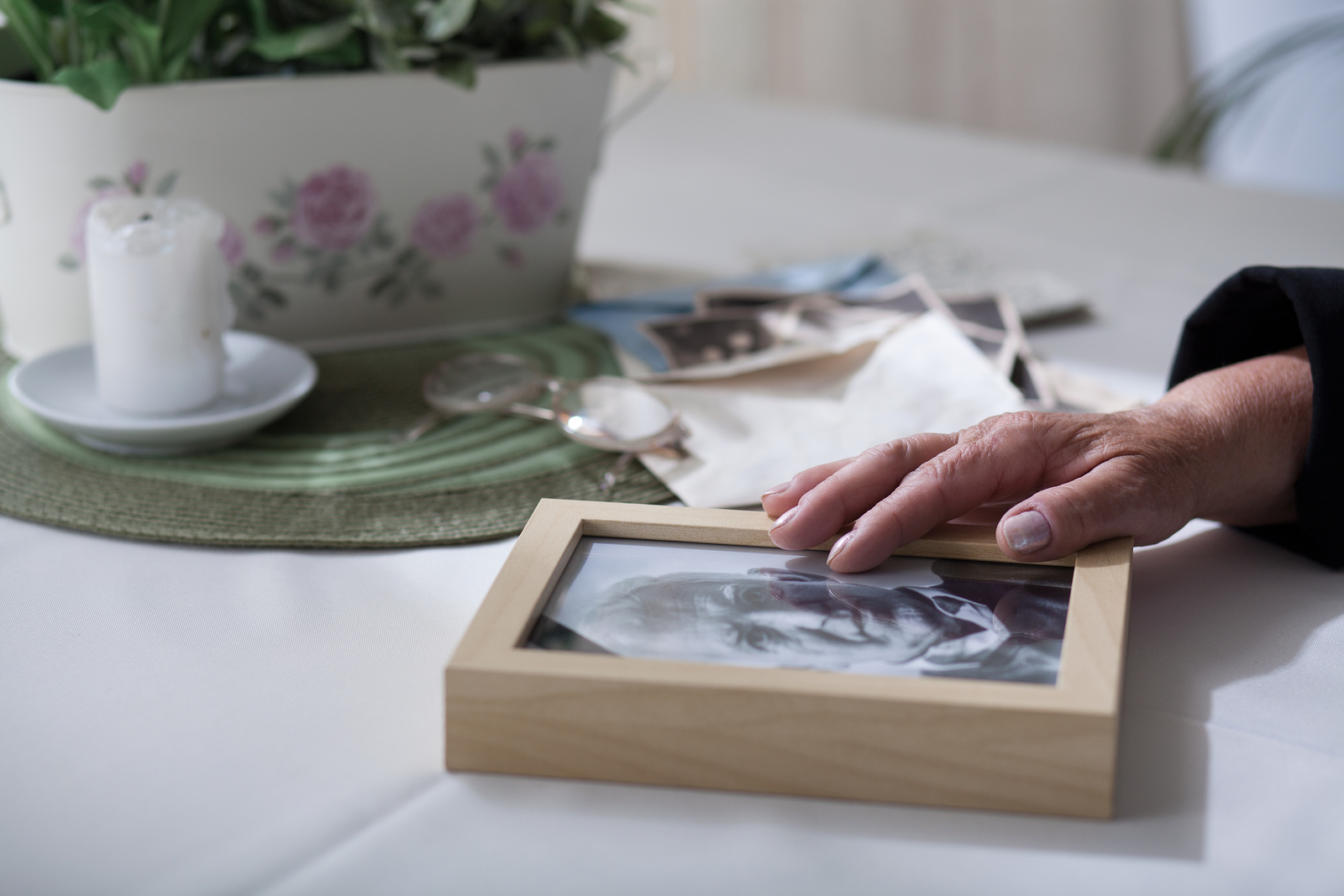 How to Choose the Best Sympathy Gift for Grieving Spouses