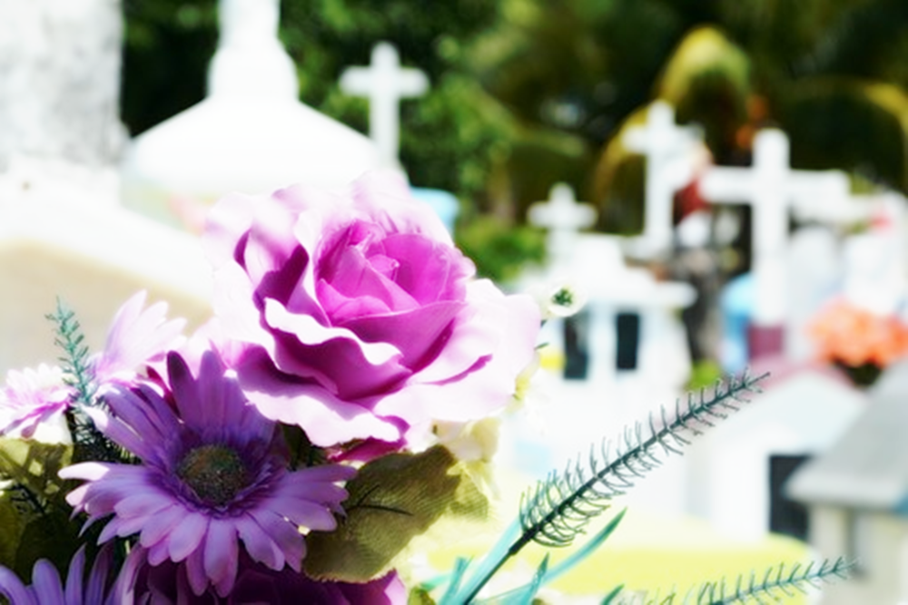 Wake and Funeral Etiquette Guide: When and What to Give as Sympathy Gifts